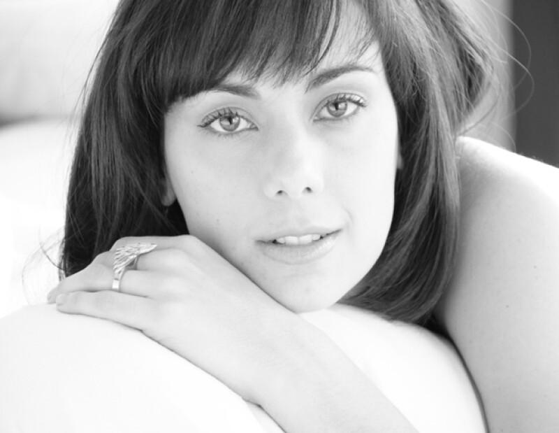 """La actriz considera que estudiar la mente humana le ha servido para crear personajes más realistas; este año prepara el estreno de dos películas, """"Nos vemos Papá"""" y """"El fantástico mundo de Juan Orol""""."""