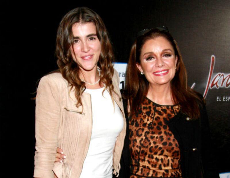 Cassandra Sánchez Navarro y su talentosa mamá Mónica.