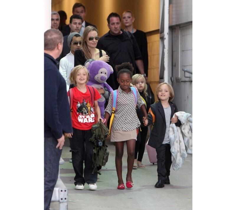 La familia Jolie Pitt se veía feliz a su llegada a Sidney, Australia.