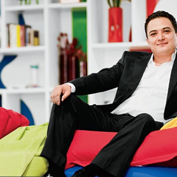 Entre los proyectos que ha desarrollado el Jefe de Asuntos Gubernamentales, Política Pública y Sociedad Civil de Google es traer el servicio de mapas a México y hacer en 2011 un ejercicio ciudadano con Google Moderador que recibió 14,289 preguntas.