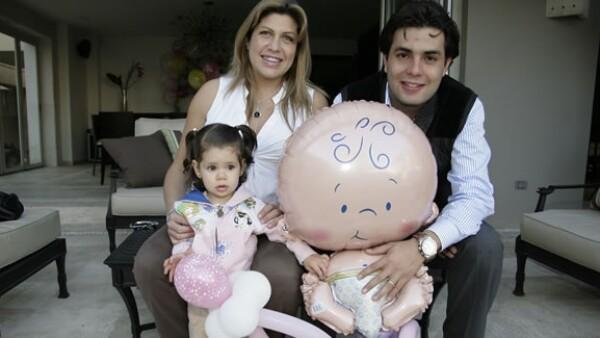 La publirelacionista y el miembro del Partido Verde Ecologista de México se convirtieron en padres por segunda ocasión.