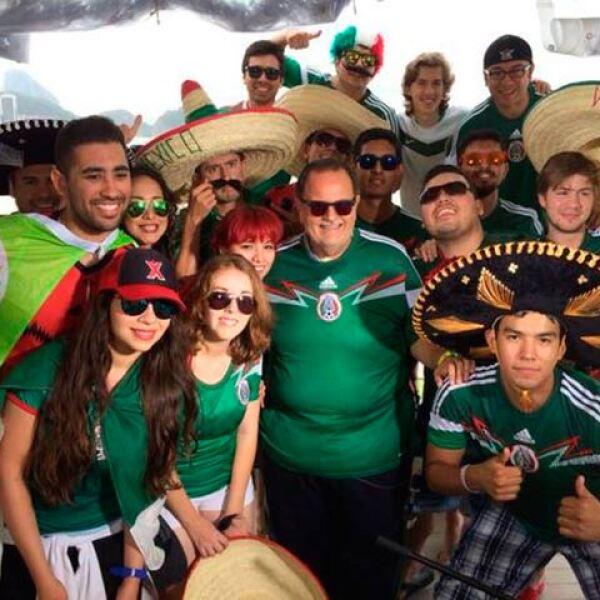Raúl de Molina no dudó en apoyar al equipo mexicano.