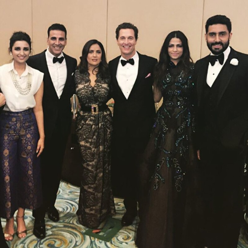 Además de varios actores de Bollywood y Salma, también Matthew McConaghey y su esposa Camila Alves asistieron a la gala del Global Teacher Prize.