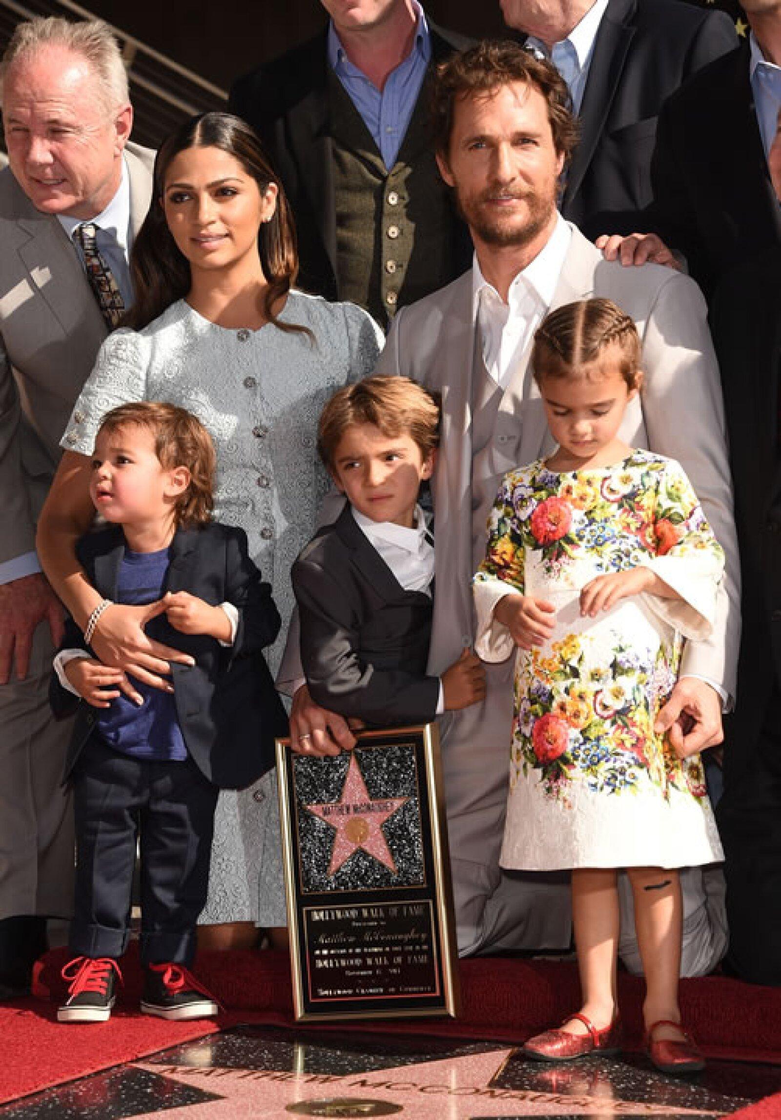 Vida McConaughey tiene acceso a los diseñadores más reconocidos de la industria. Amamos su mini-vestido de Dolce & Gabbana.