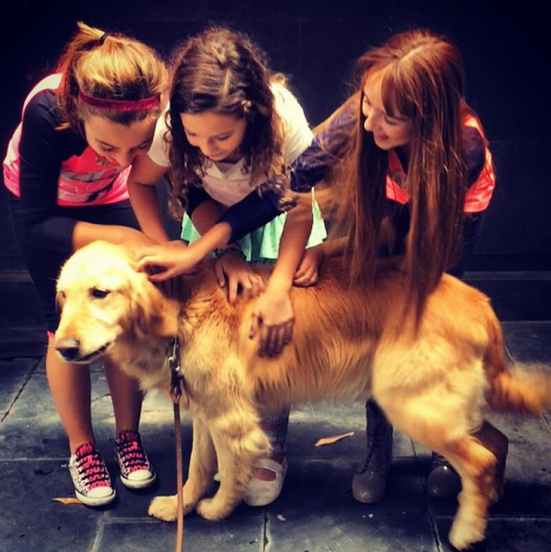 Mía y el elenco infantil de las huerfanitas ya comenzaron los ensayos del musical.