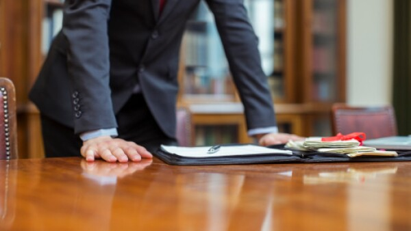 Tribunal da revés a notarios de Borge