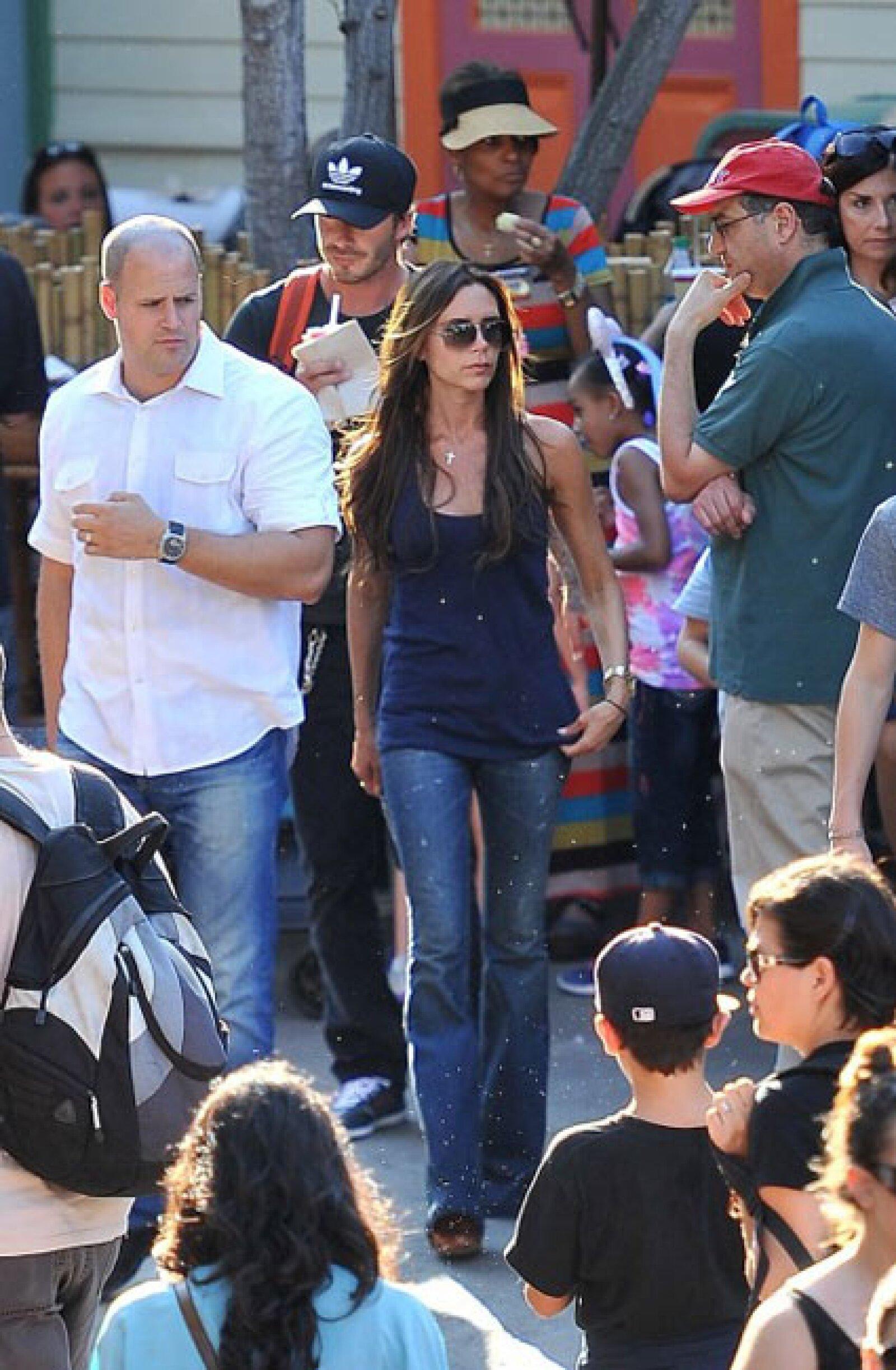 Victoria optó por un outfit casual, de jeans y Tshirt.