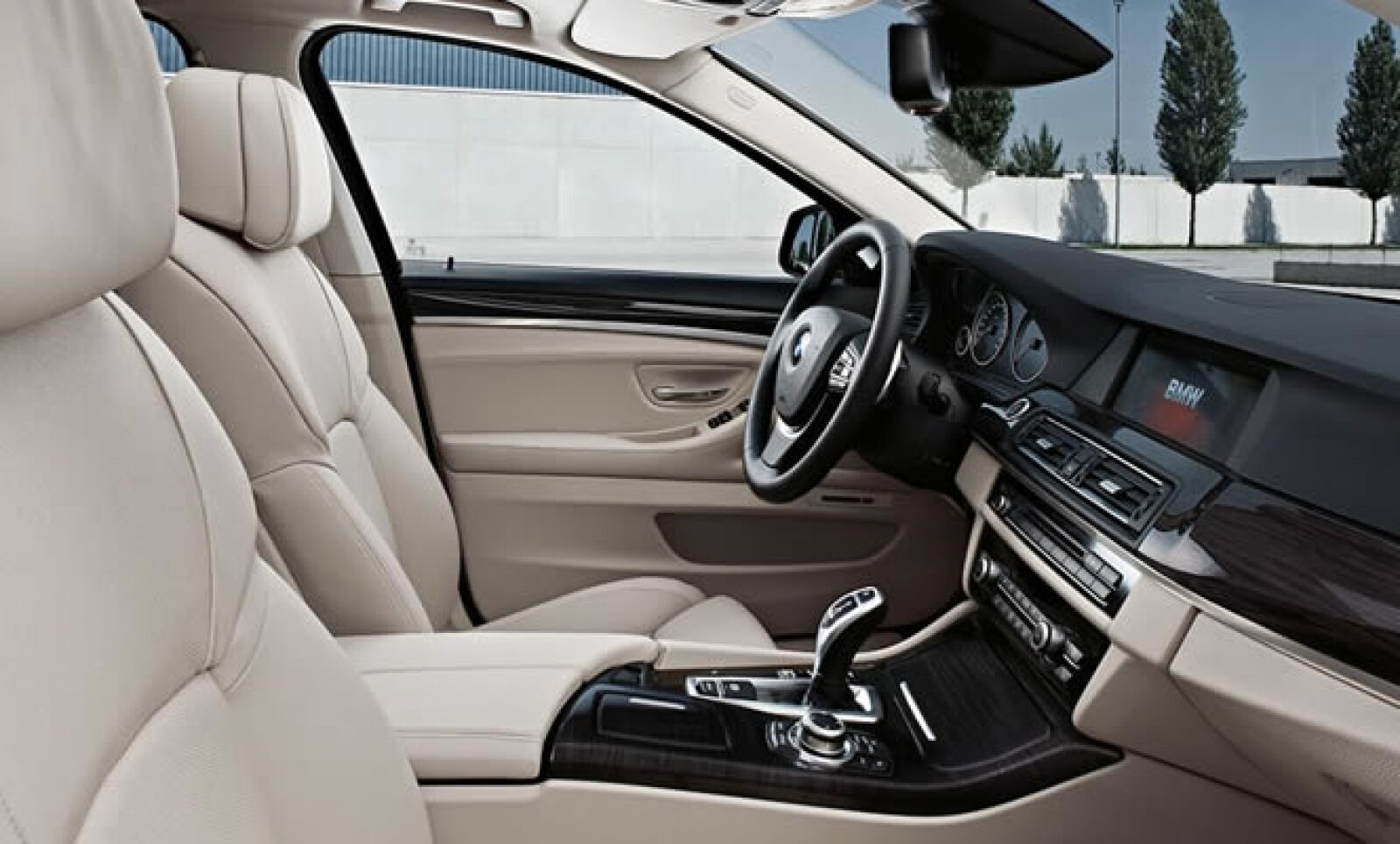 La calidad de materiales y ensamble no tiene queja: tecnología iDrive con sistema de navegación y Connected Drive liderando el arsenal.