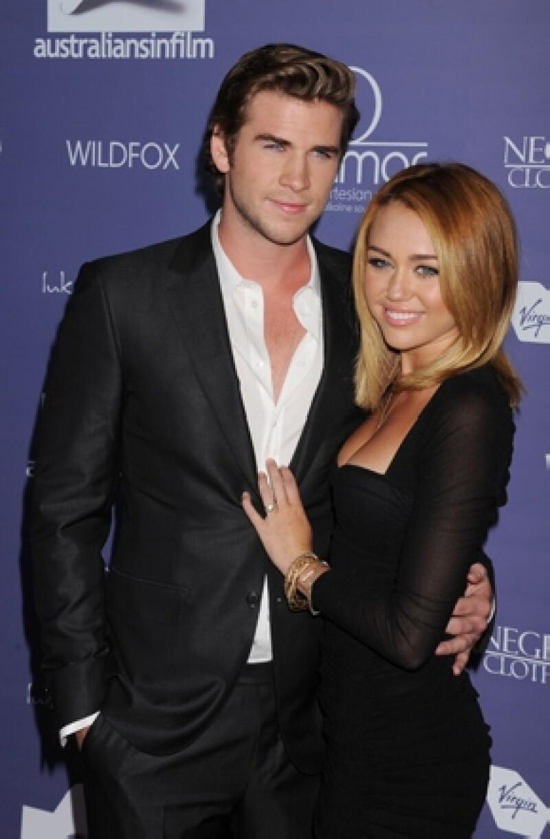 Una fuente aseguró que Miley evita cualquier conversación que tenga que ver con su prometido, y aseguran que ambos han perdido la esperanza y el interés por su compromiso.