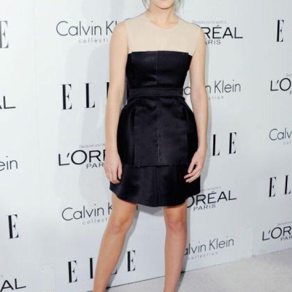 Para el Annual ELLE Women In Hollywood en el 2012, la actriz presumió un vestido Calvin Klein black&white. Su peinado y maquillaje fueron los adecuados para mentener un look classy.