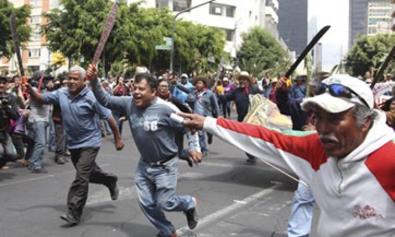 'Tierra sí, aviones no', era la consigna de los más de cien campesinos que participaron en la manifestación. (Foto: Cuartoscuro)