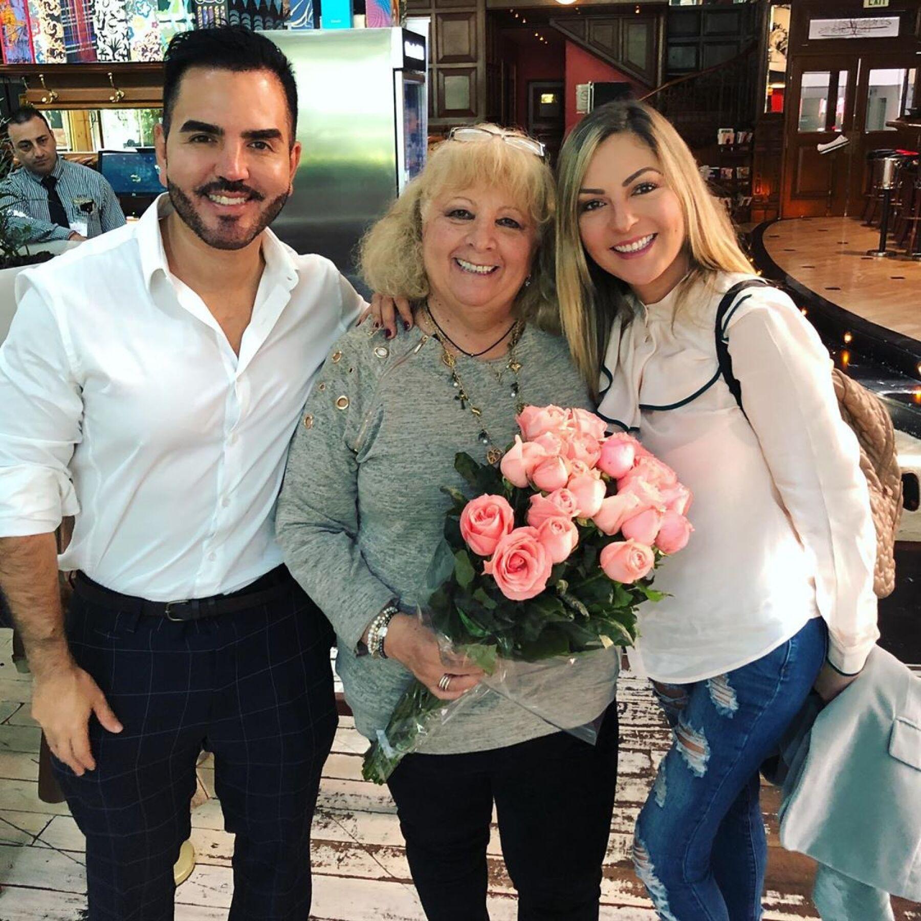 Octavio Ochoa, Yolanda Reyes y Mariana Ochoa.
