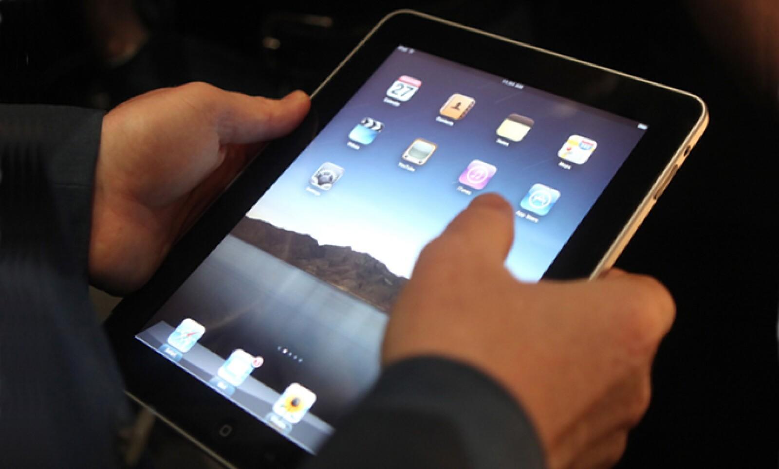 Steve Jobs mostró las funciones del iPad, como su teclado en pantalla. (Foto: Reuters)