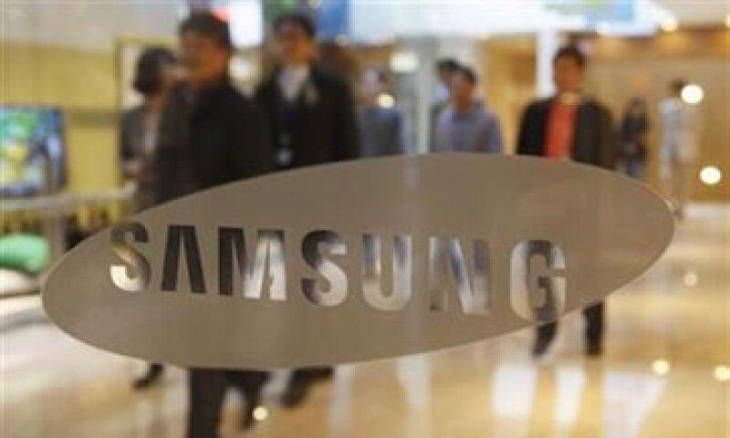 En enero, Samsung dijo que elevaría su inversión para 2012 a un récord de 41,400 mdd. (Foto: Reuters)