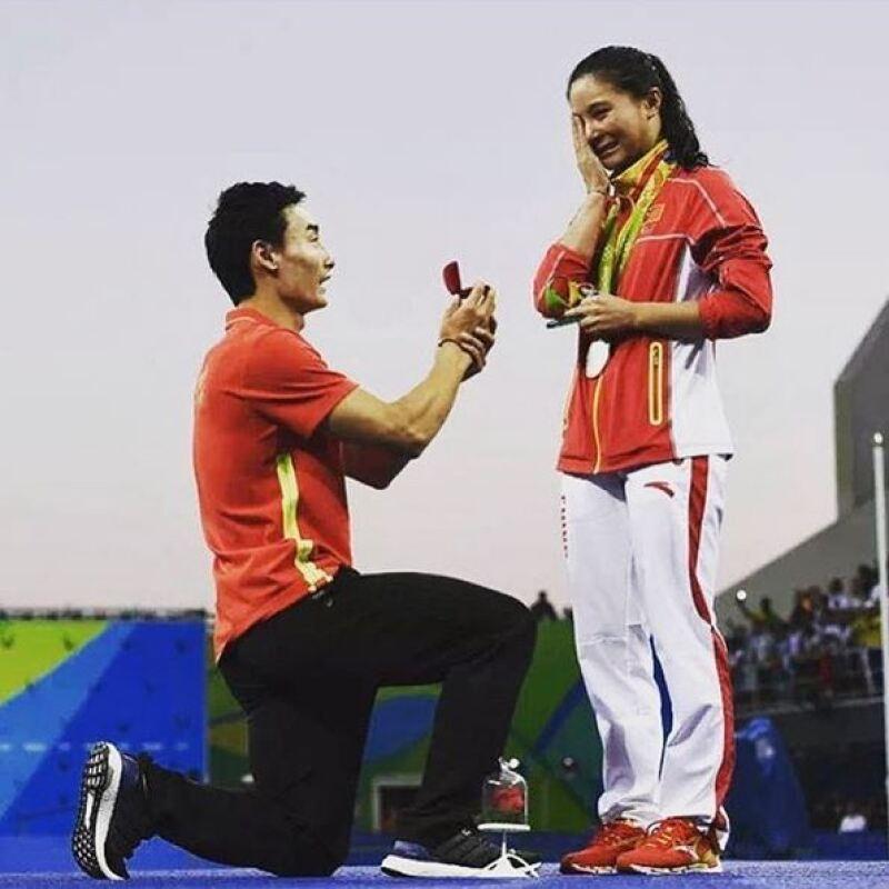 La atleta aceptó la propuesta entre lágrimas.