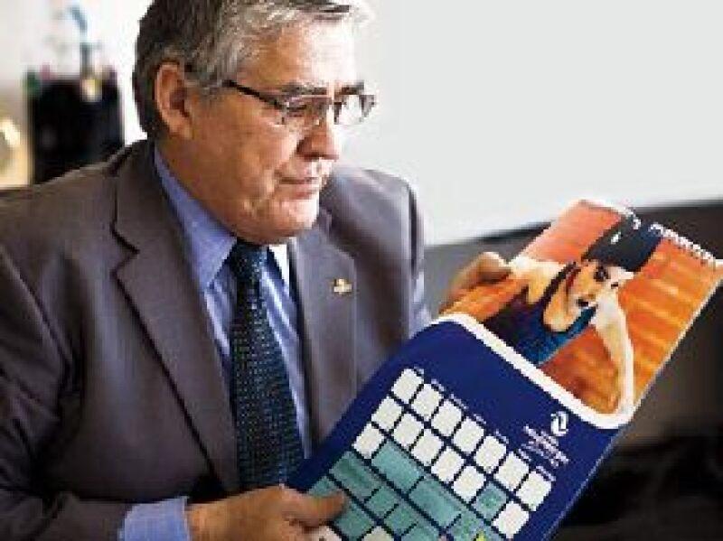 Durante la entrevista, mostró un calendario con la foto de Silvita.