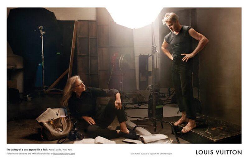 """En la campaña de 2010, Annie Leibovitz y Mikhail Baryshnikov posaron en Nueva York para la firma. ¿El título de la fotografía? """"The journey of a star captured in a flash"""""""