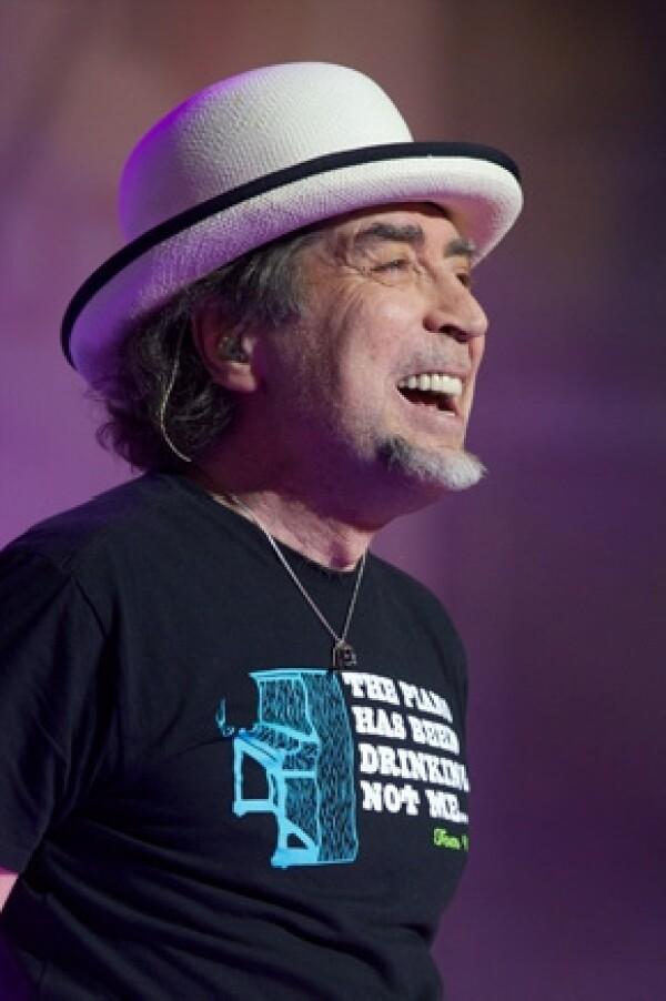 El cantante español daba un concierto en Tijuana cuando sintió un dolor que lo motivó a dejar el escenario para ser atendido en un hospital de la ciudad.