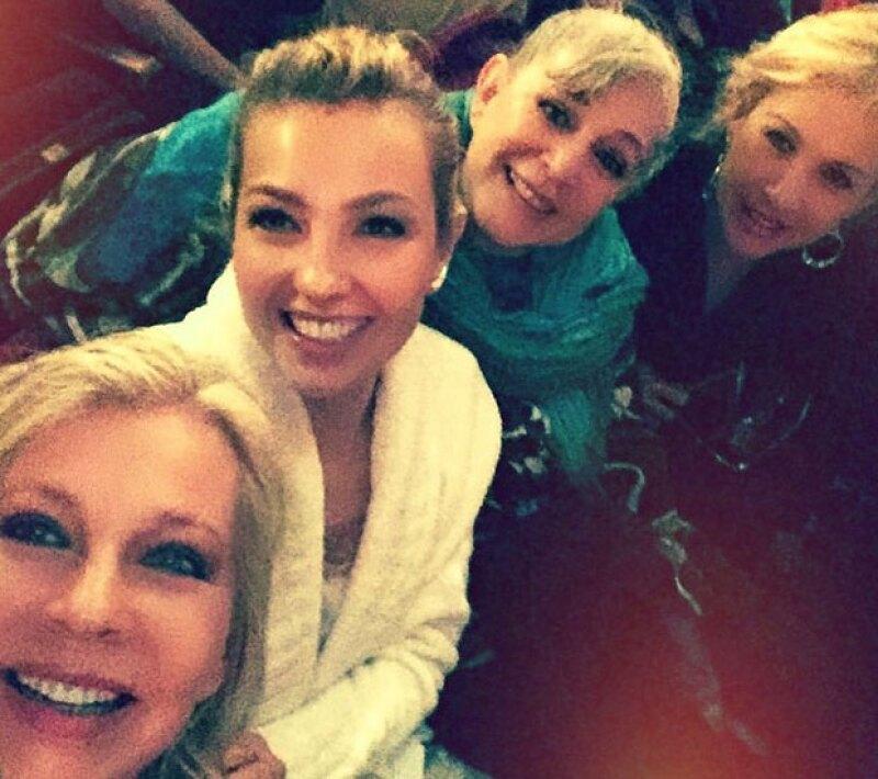 Thalía, Fede, Ernestina y Gabriela posaron para una selfie.