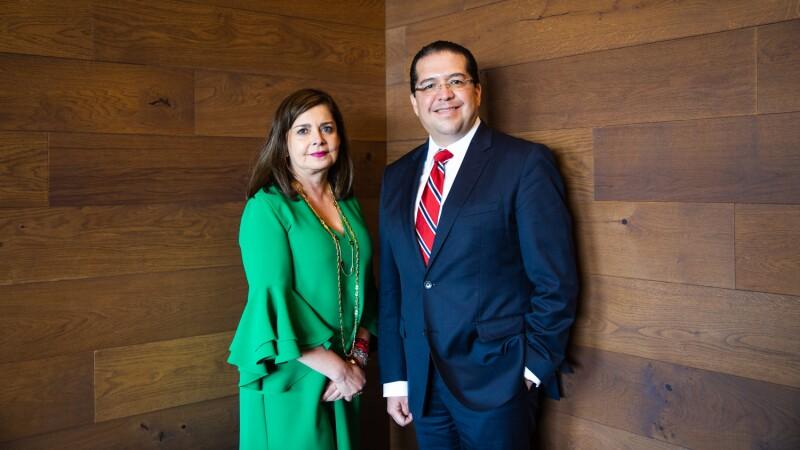 Mónica Flores Barragán y Jorge Torres, presidentes saliente y entrante de la AmCham.