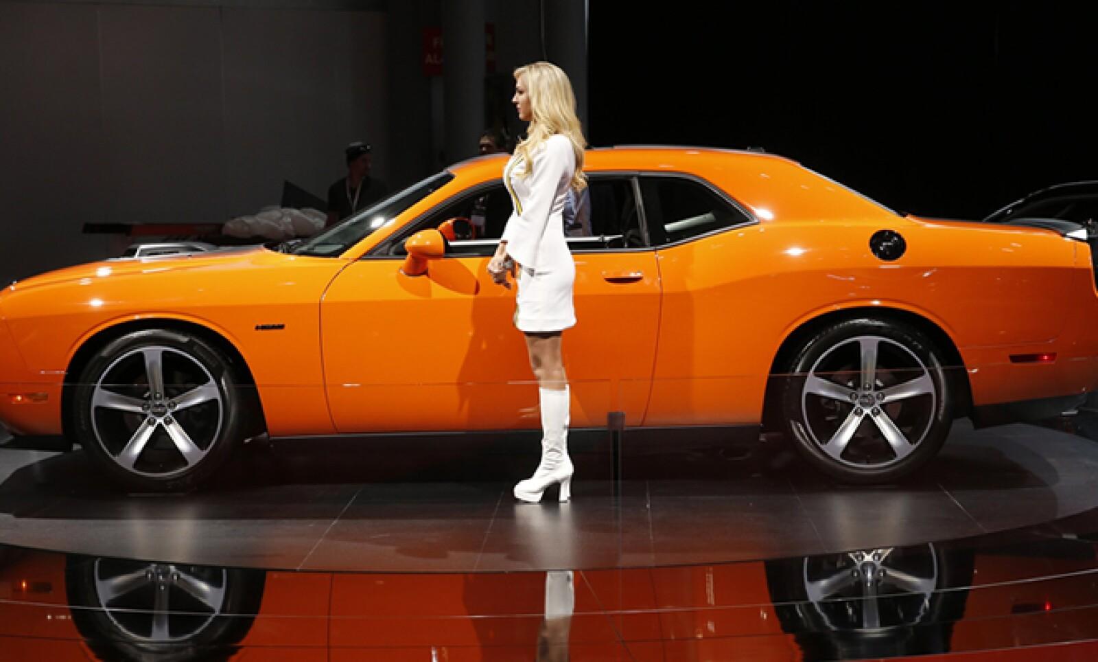 El Dodge Challenger retomó algunas líneas de su diseño clásico para este nuevo modelo.