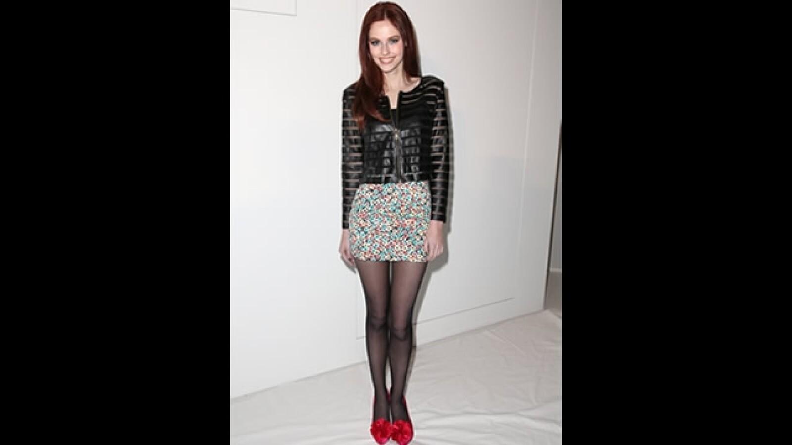 falda corta con medias