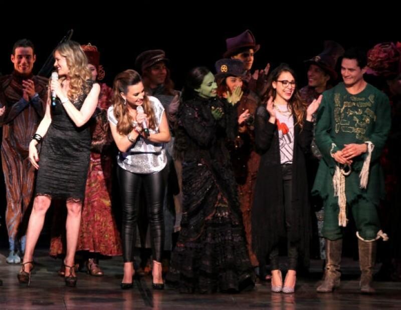 """Rebecca y María José aplaudieron el éxito de Ana Cecilia y el equipo de """"Wicked""""."""