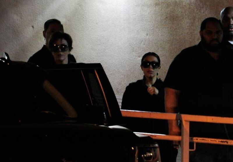 Kris y Kim no se han despegado del hospital en señal de apoyo a Khloé.
