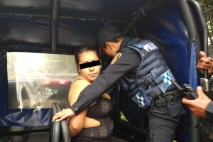 Mujer detenida en Artz