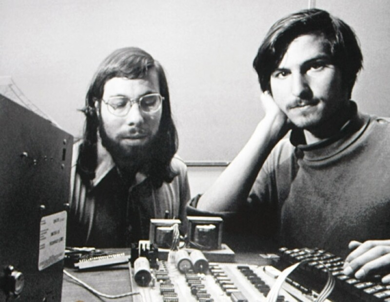 La tarde ayer se dio a conocer la muerte del creador de Apple, quien perdió la batalla contra el cáncer luego de que se lo diagnosticaran hace ocho años. Te contamos quién fue él.