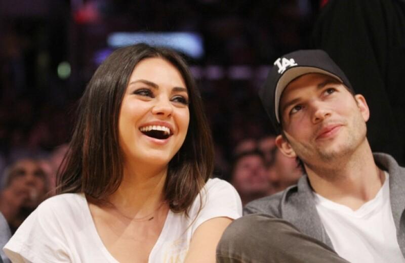 El sitio TMZ publicó un video donde Ashton Kutcher discute con unos paparazzi mientras su pareja es custodiada discretamente, lo anterior fortalecería las versiones de que la actriz está embarazada.
