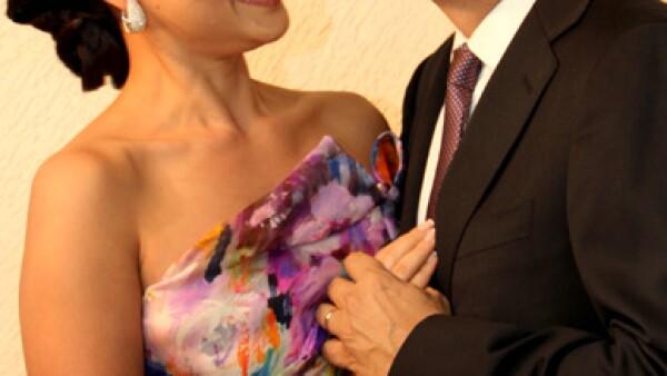 Marcelo Ebrard y Rosalinda Bueso se dieron ayer el sí.