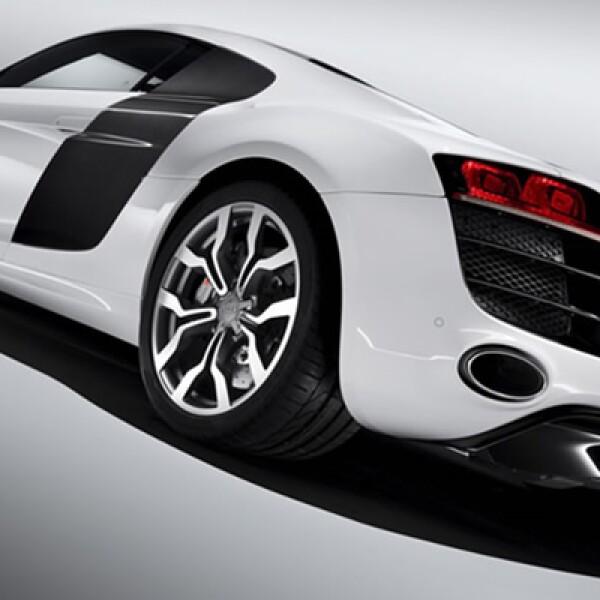 La firma de los cuatro aros ha presentado una variante de su bien recibido R8; en este caso, el motor elegido es un diez cilindros en V, con desplazamiento de 5.2 litros que eroga la friolera cantidad 525hp.