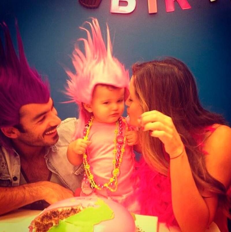 Lola y Aarón en el festejo de cumpleaños de Erin.