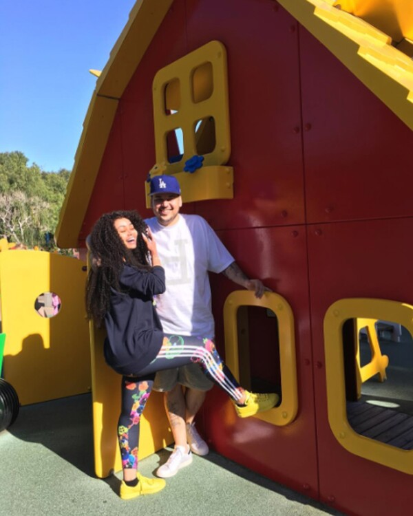 Rob Kardashian y Blac Chyna en Legoland.