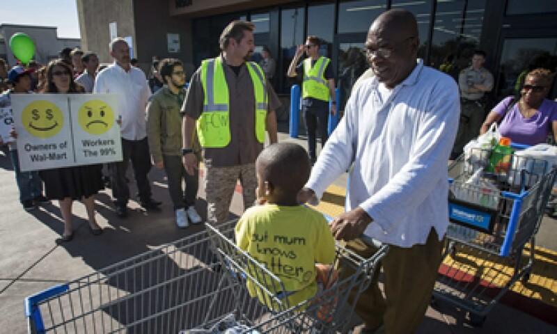 Las manifestaciones no lograron ahuyentar a los compradores de las tiendas. (Foto: Reuters)
