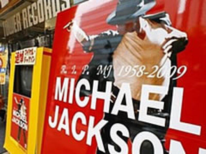 La biografía se adelantó a otras 10 editoriales en china. En la foto, un poster in memoriam a Michael Jackson en Asia.  (Foto: AP)
