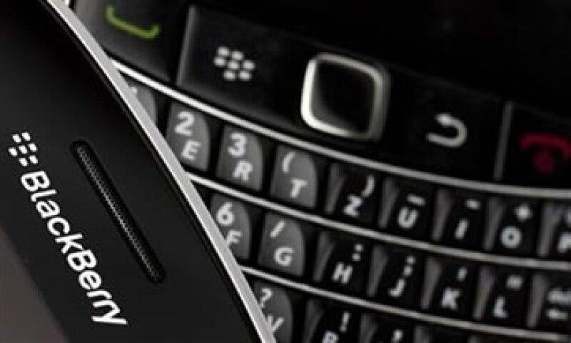 Tras la decisión, las apps para BlackBerry ya no bajarán noticias. (Foto: Reuters)