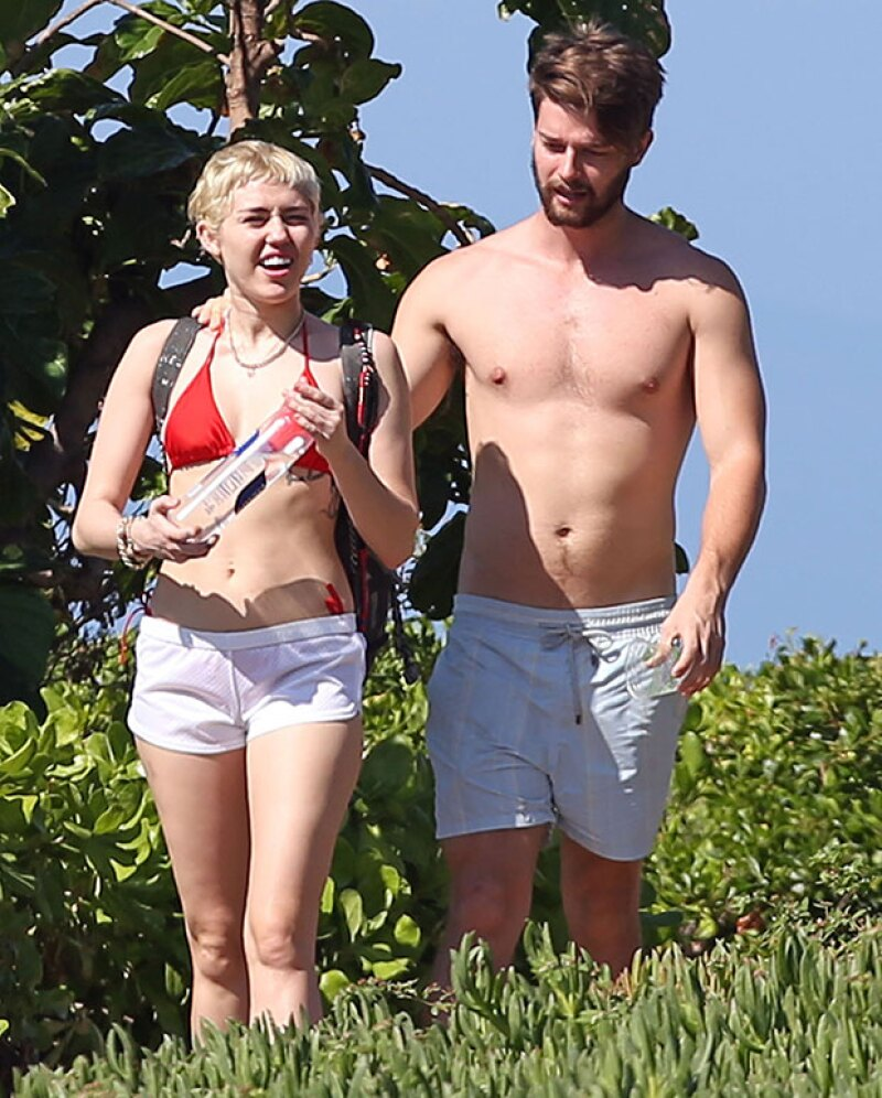 ¡Hot Bodies a la vista! La pareja se vio muy feliz y enamorada paseando por Maui durante el fin de semana.