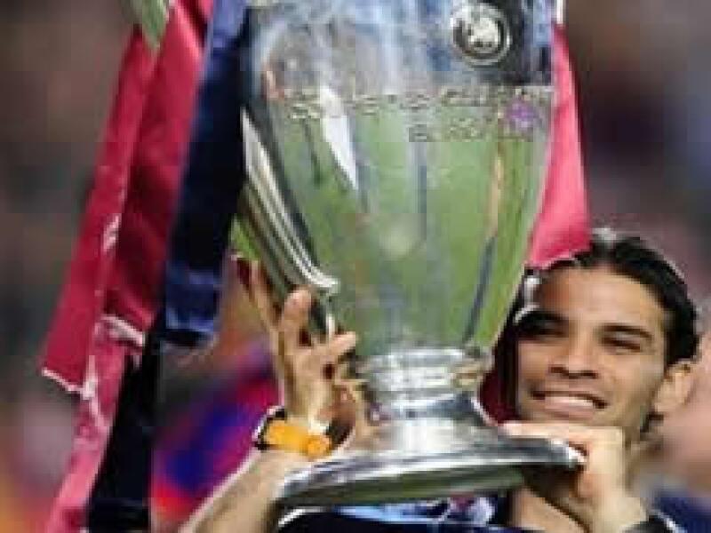 El jugador mexicano fue comprado por el Barcelona en el 2003 por la cantidad de 25 millones de euros.  (Foto: AP)
