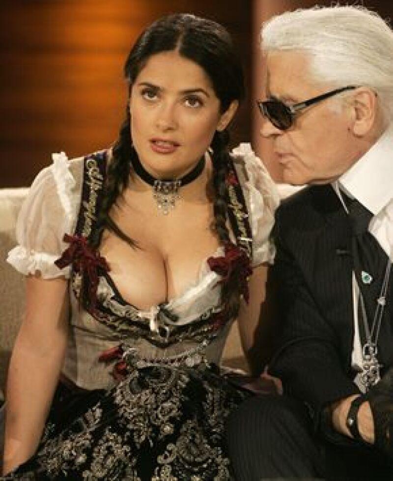 La actriz mexicana acudió al programa Wetten das (¿Qué apostamos?), donde usó un vestido típico, logrando acaparar las miradas de todos los presentes.