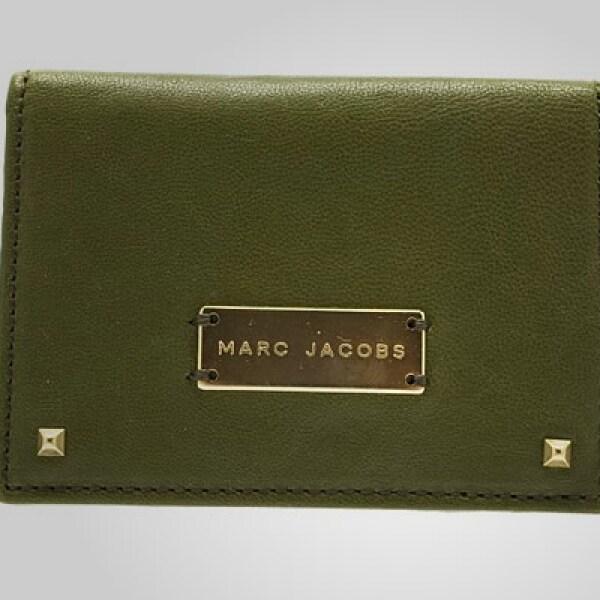 La paleta de tonalidades de esta colección es dominante, con matices de militares tradicionales como olivo, verde, azul marino, rojo y negro.
