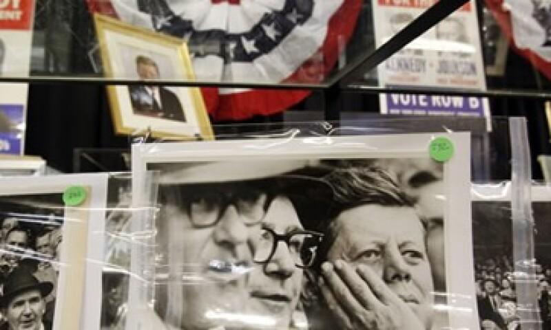 Fotos y libros de Kennedy, fueron parte de la subasta. (Foto: Reuters)