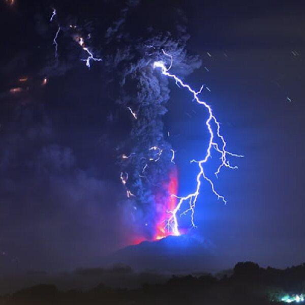La primera erupción se registró cerca de las 18:00 horas locales del miércoles, mientras que la segunda ocurrió unas siete horas después, en la madrugada del jueves.