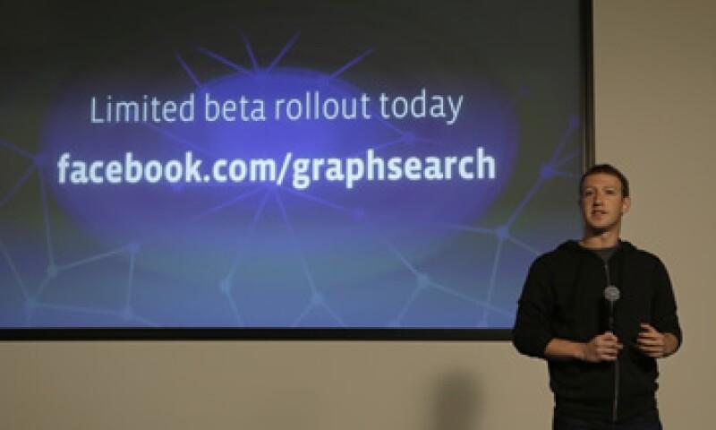 Facebook podría añadir 500 millones de dólares en ingresos anuales si pudiera generar sólo un click de pago por usuario al año. (Foto: AP)
