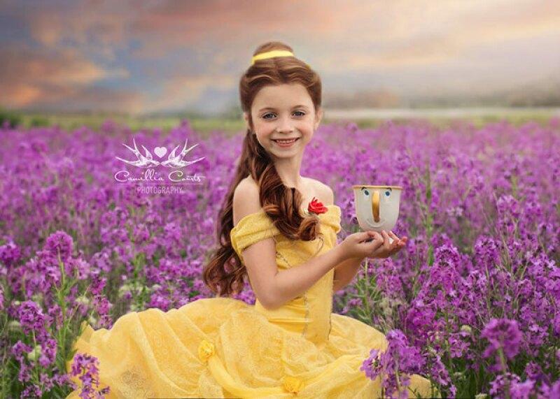 Tener una mamá fanática de Disney y fotógrafa tiene sus ventajas. Conoce la obra de Camillia Courts, la fotógrafa que transporta a su hija a escenarios llenos de magia.