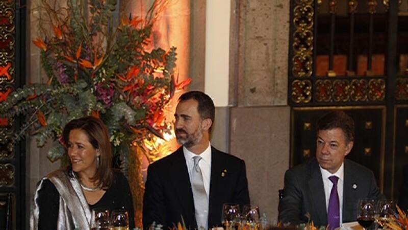 Durante la cena el príncipe Felipe estuvo acompañado de Margarita Zavala, ex primera dama y Juan Manuel Santos, presidente de Colombia.