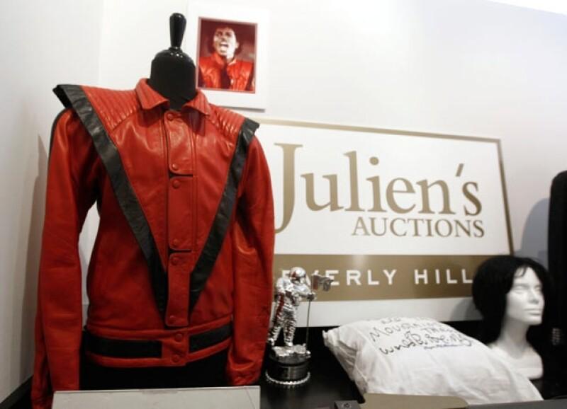 La prenda está autografiada por el Rey del Pop y se espera recaudar al menos 200.000 dólares.