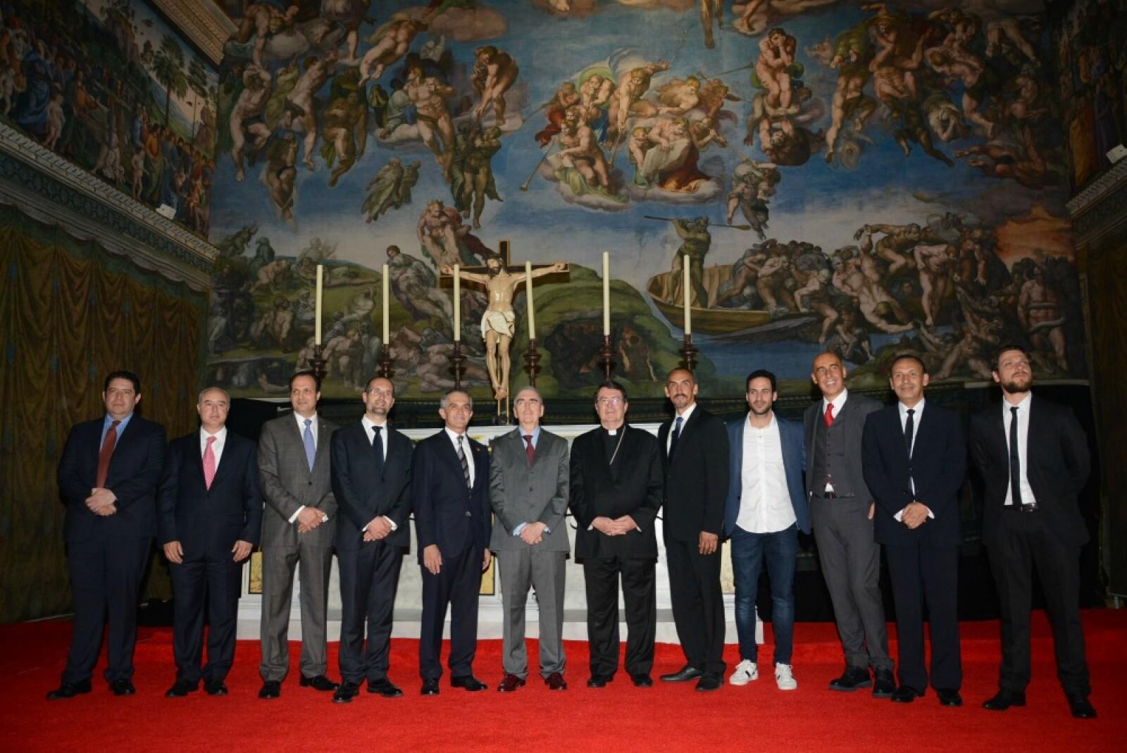 El acto fue presidido por el jefe de gobierno de la Ciudad de México, acompañado por el secretario de Cultura Rafael Tovar y Teresa, además de monseñor Christophe Pierre, y Roberto Romano, director general del Museo del Vaticano.