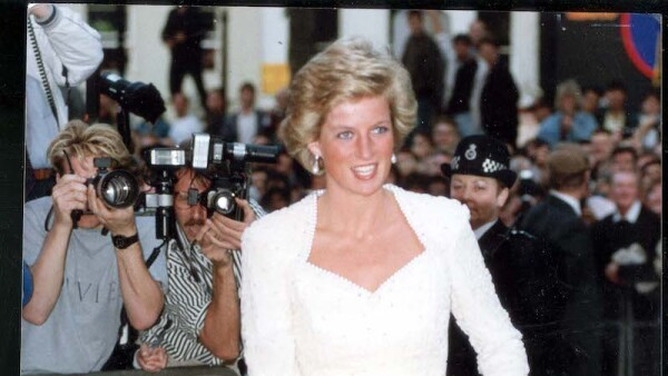 Diana Princess Of Wales (dead 31/8/1997) (alone) 10 July 1990. Princess Diana Attends The Charity Premier Of 'back To The Future- Part Iii' At The Empire In London's Leicester Square.